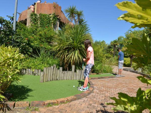 Notre mini golf est parfait pour passer un agréable moment en famille